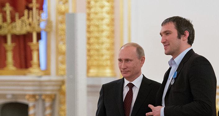 俄著名冰球運動員宣佈開設「普京團隊」網站