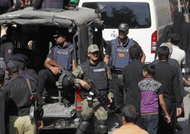 巴基斯坦警方用催泪瓦斯驱散示威者数十人被拘留