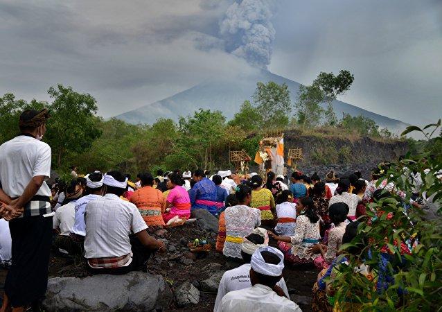 巴厘岛阿贡火山爆发