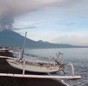 全球最危险火山之一阿贡火山苏醒