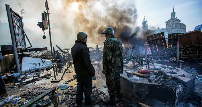Сторонники оппозиции на площади Независимости в Киеве, где начались столкновения митингующих и сотрудников милиции.
