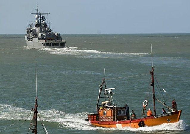 阿根廷海军向中国渔船开火