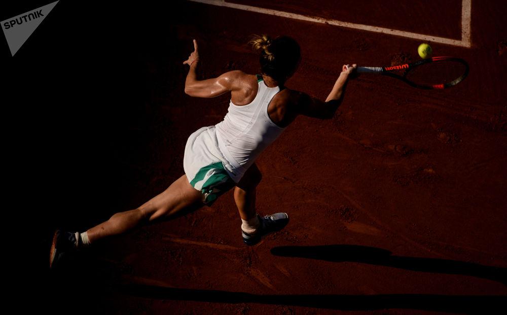 西蒙娜·哈勒普(羅馬尼亞)在法國網球公開賽女子單打比賽中
