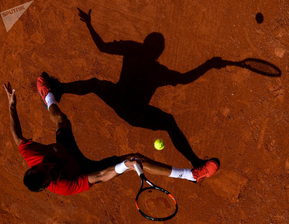 本杰明·班奇(法国)在法国网球公开赛男子单打比赛中