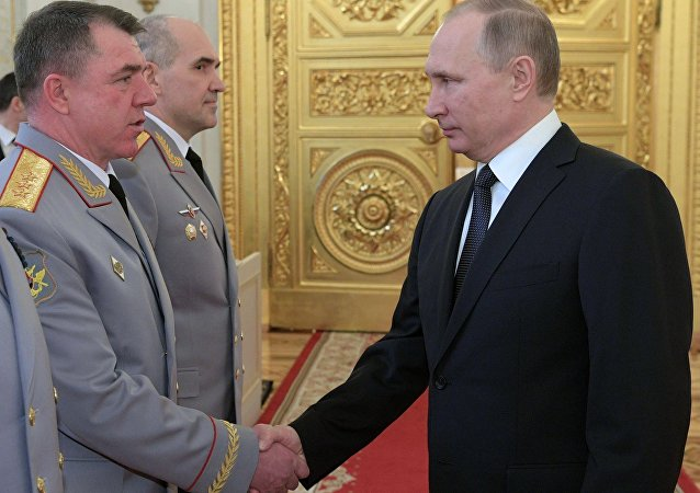 俄總統普京與亞歷山大•茹拉夫廖夫上將