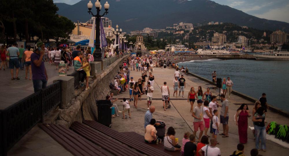 Отдыха俄克里米亚政府称乌克兰赴该地旅游客流量增加ющие на набережной Ялты