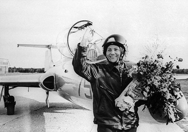 傳奇試飛員馬麗娜·波波維奇