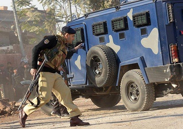 媒体:巴基斯坦校园恐袭致9死37伤