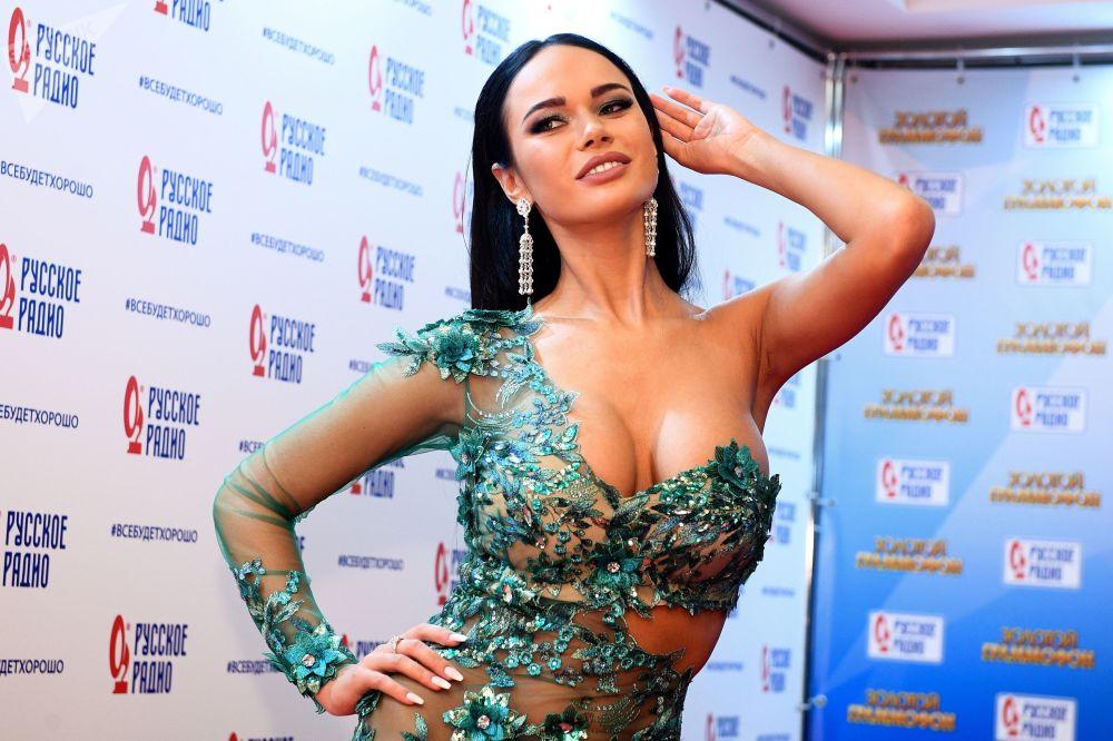 """演员亚娜﹒科什基娜出席在莫斯科举行的第17届""""金色留声机""""音乐颁奖典礼"""