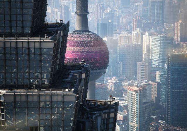 """上海-圣彼得堡——友好城市(上海""""东方之珠""""电视塔与金茂大厦)"""