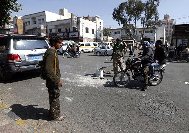 也门胡塞武装与前总统支持者的激战已致245人死亡 伊朗使馆起火
