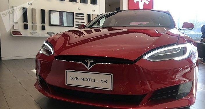 特斯拉公司因关税原因把在中国的Model S和Model X型车售价提高2万美元