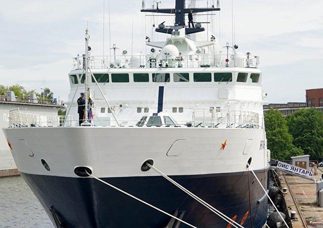 """""""琥珀""""号海洋考察船"""