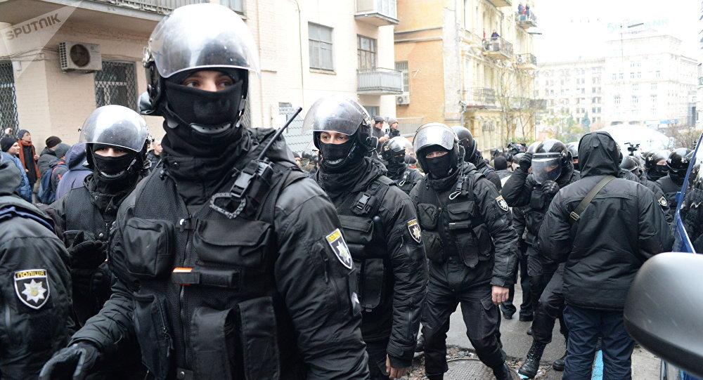 基辅示威者阻止警方搜捕萨卡什维利