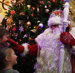 俄罗斯孩子向严寒老人祈求哪些礼物?手机和平衡车
