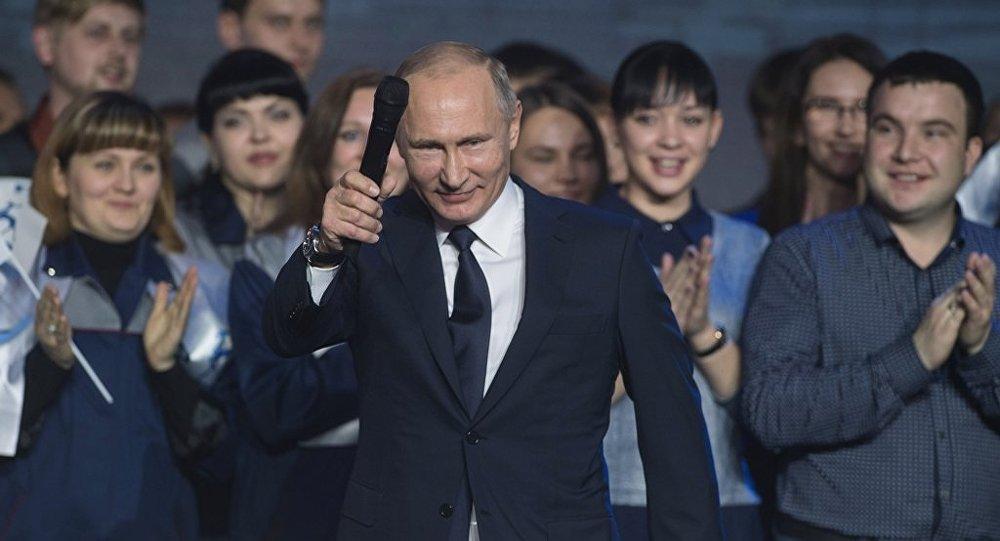 俄總理在普京宣佈競選總統後呼籲政府用心工作