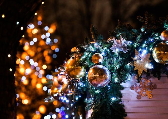 本月美妆潮流:在眉毛上种圣诞树
