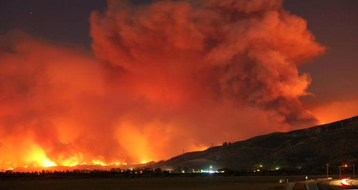美加州火灾面积高达10.9万公顷