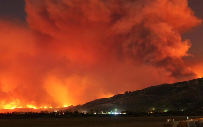 加拿大森林消防员救火器材被龙卷风卷走