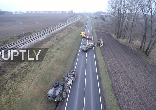 美国军事装备被困在波兰道路上