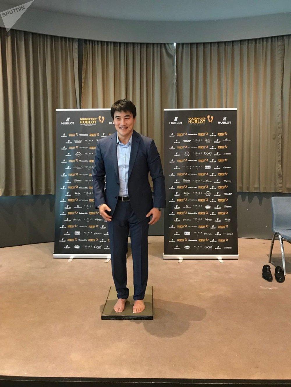 中国前国脚、现任国安总经理李明获颁金足奖传奇奖(Golden Foot)