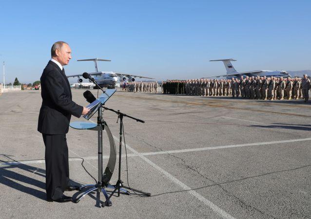 俄罗斯总统普京在俄驻叙赫梅米姆空军基地的演讲