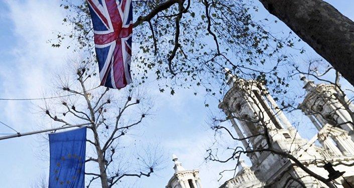 民调:英国反对脱欧协议草案的人数是支持者的两倍