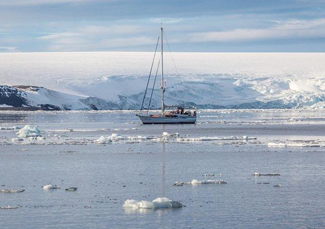 中国远洋海运集团与丝路基金或获得49.9%俄海洋北极运输公司股份