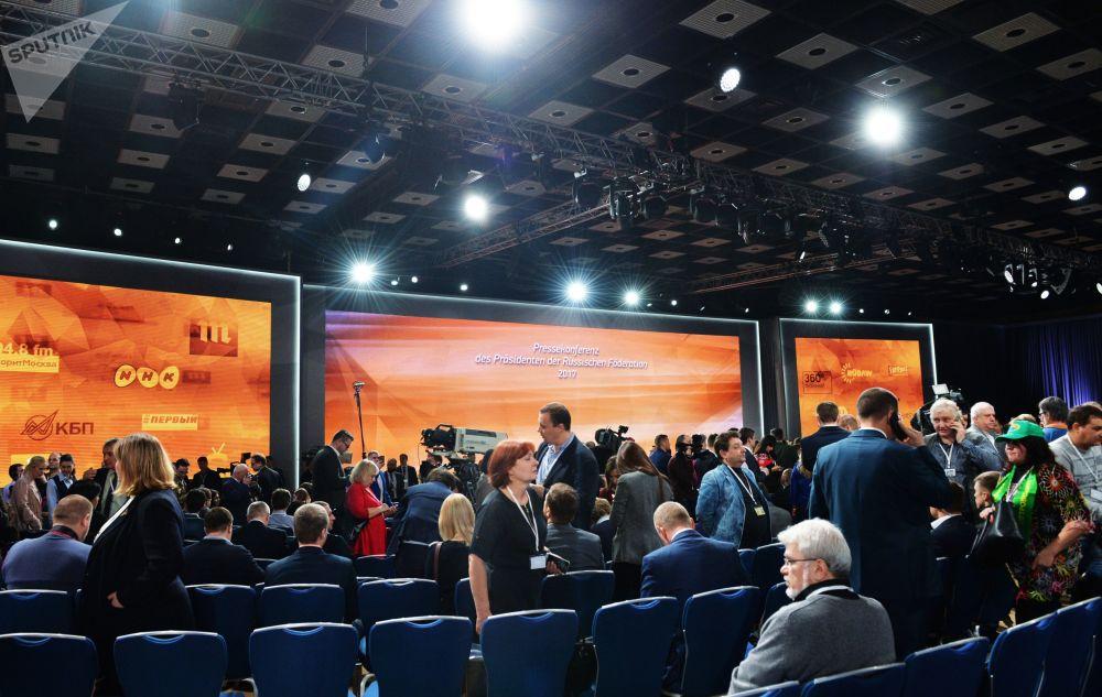 從歷年的情況看,記者們感興趣的問題五花八門,既有國際問題,也有地區問題。