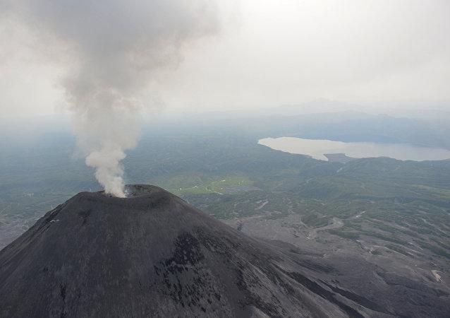 卡雷姆斯基火山   (卡丽姆斯卡火山)