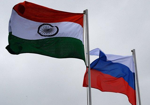 俄罗斯和印度国旗