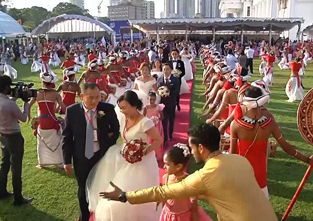 一場由50對中國新人參加的斯里蘭卡