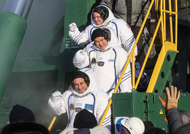 俄羅斯宇航員安東·什卡普列羅夫、美國宇航員斯科特·廷格爾和日本宇航員金井宣茂