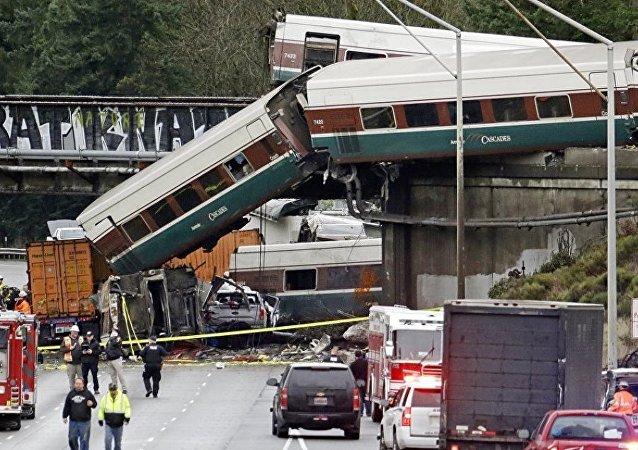媒体:美国出轨列车超出允许速度近2倍