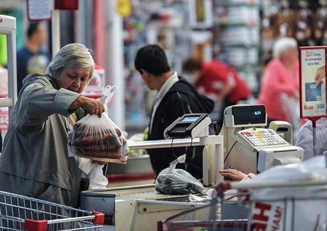 民调:俄罗斯过半居民仅购买打折商品