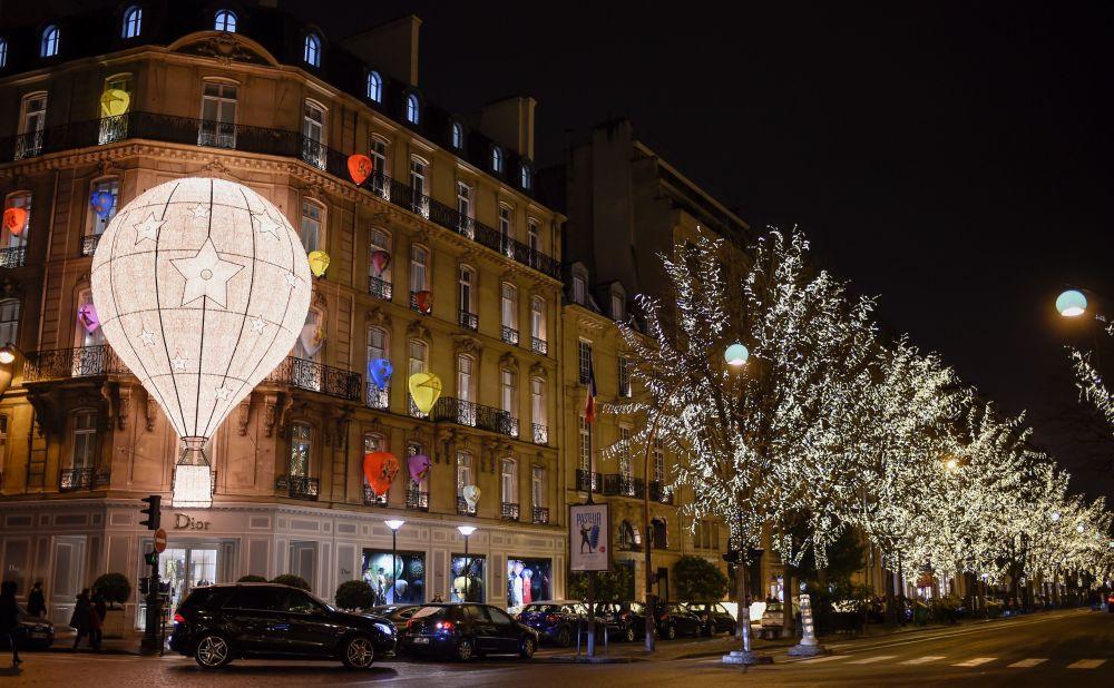 巴黎的新年彩燈
