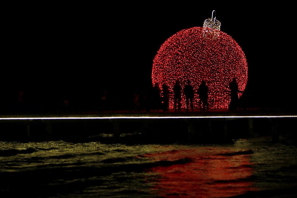 塞浦路斯拉納卡市的新年彩燈