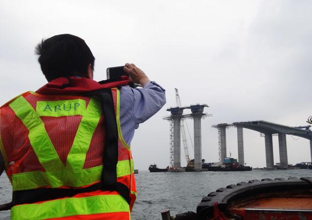 港珠澳大桥投入运行时间推迟至2018年初