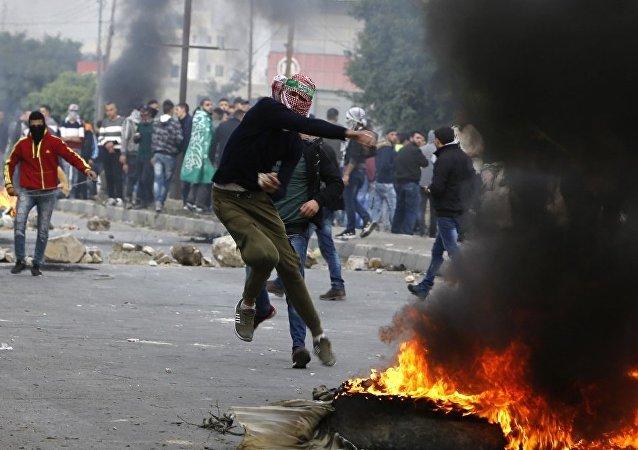 约旦河西岸与加沙边界爆发大规模骚乱 6人受伤
