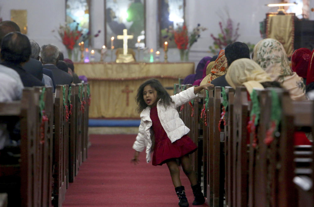 巴基斯坦一名女孩在做聖誕彌撒