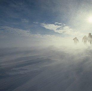 英国军官成最年轻独自征服南极者