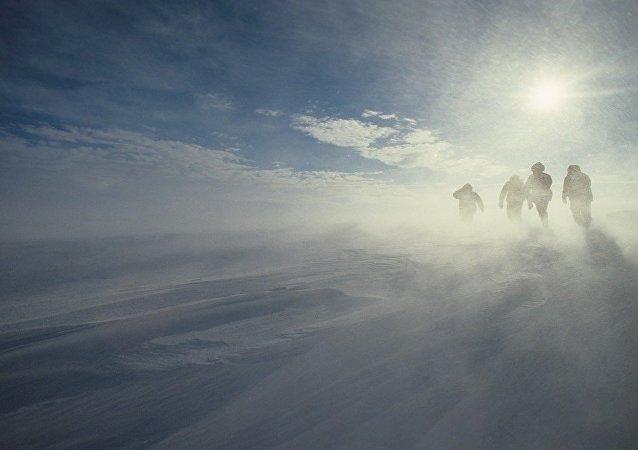 美國人歷史上首次單獨穿越南極洲