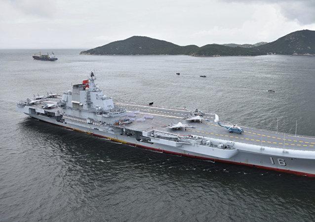 一艘航母——遼寧艦(資料圖片)