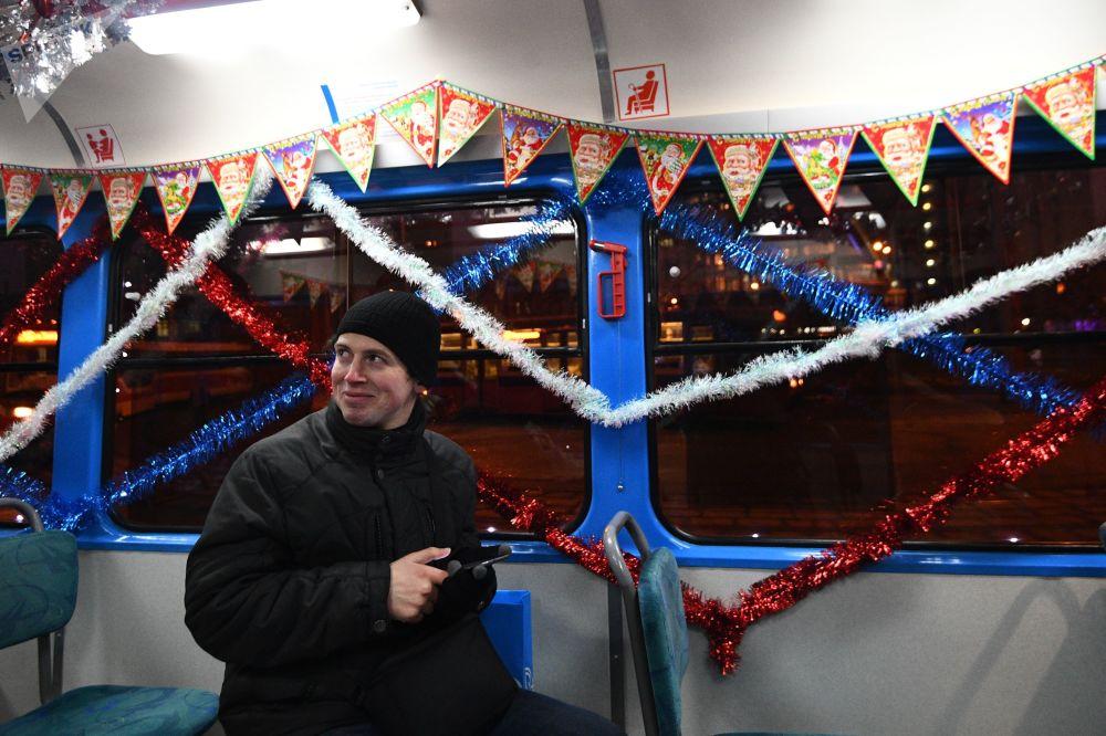 乘坐新年電車的乘客