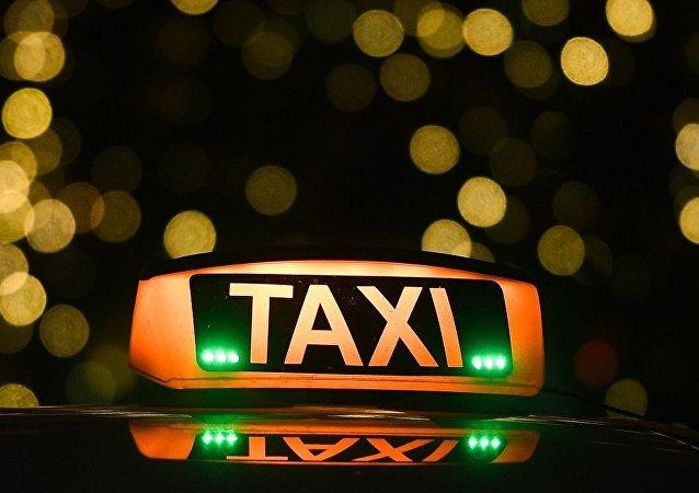 頓河羅斯托夫市一名將四百萬盧布還給乘客的出租車司機獲得獎勵