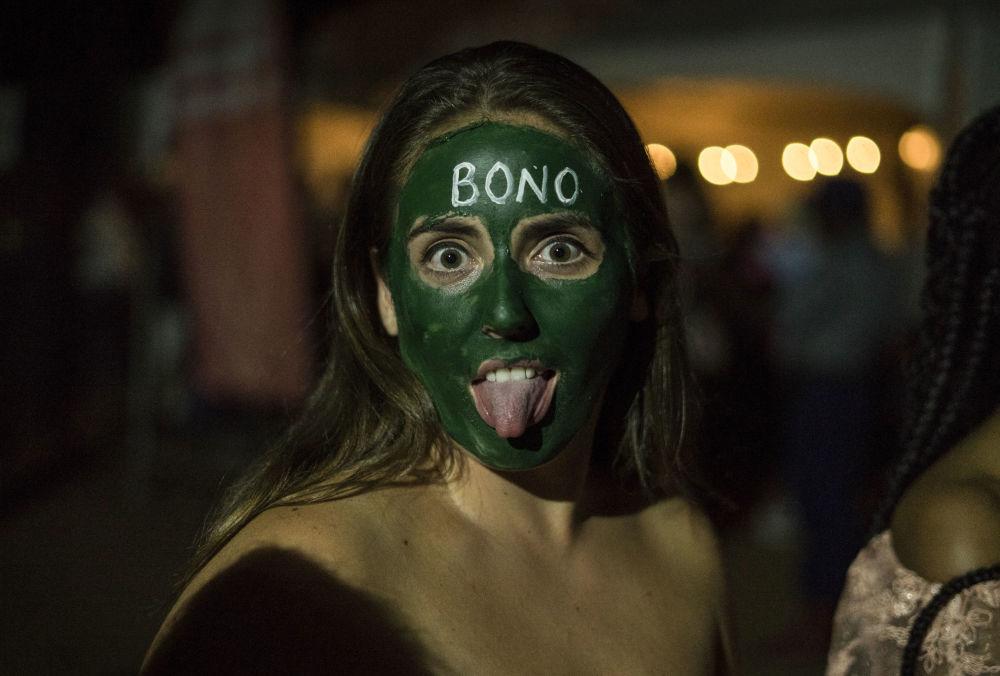 津巴布韋一名女孩在新年慶祝活動中。