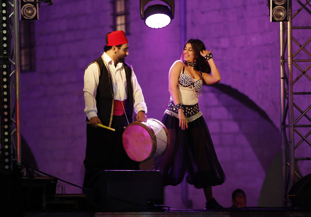 黎巴嫩舞者在慶祝新年。