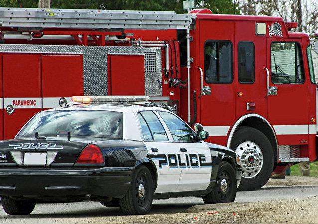 Автомобиль полиции и пожарная машина