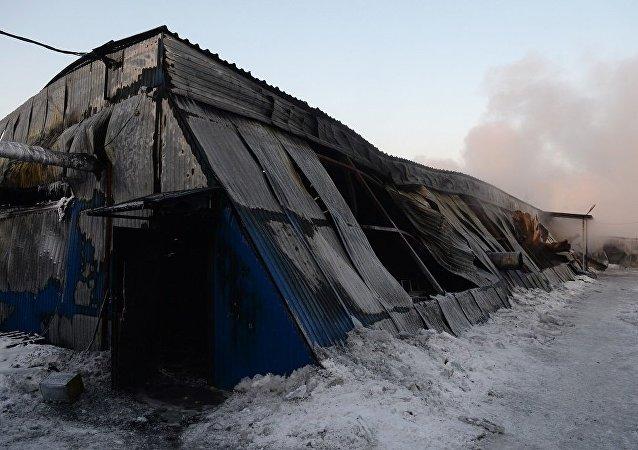 中国驻俄领事官员赴俄仓库火灾现场处置中国公民伤亡事宜