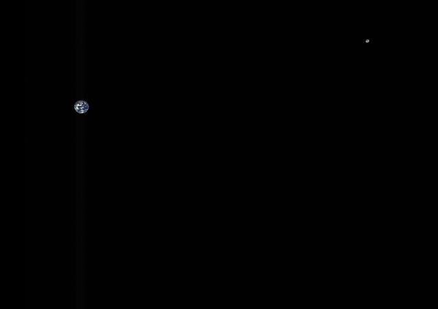 NASA發佈地球與月球合影